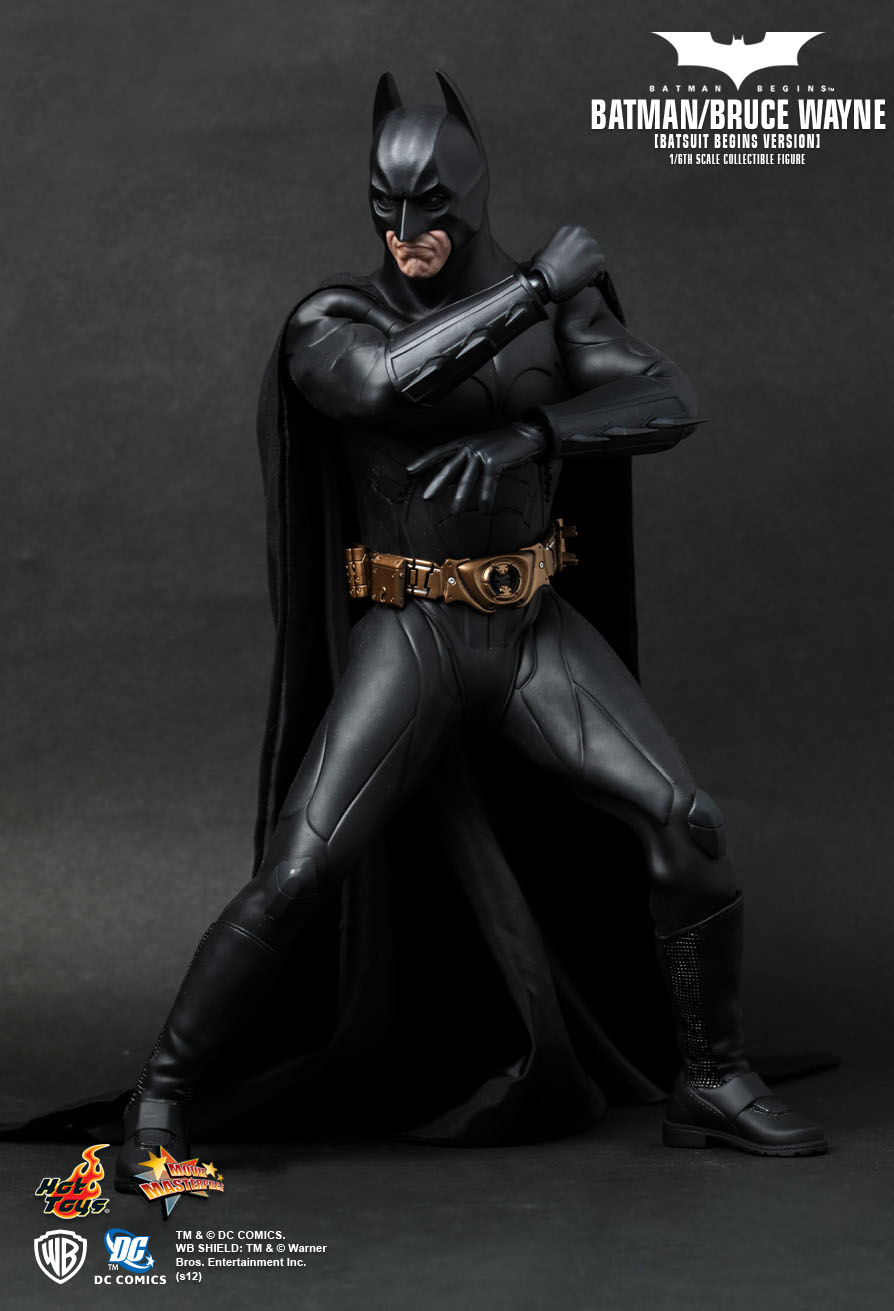 hot toys batman begins batman bruce wayne batsuit. Black Bedroom Furniture Sets. Home Design Ideas