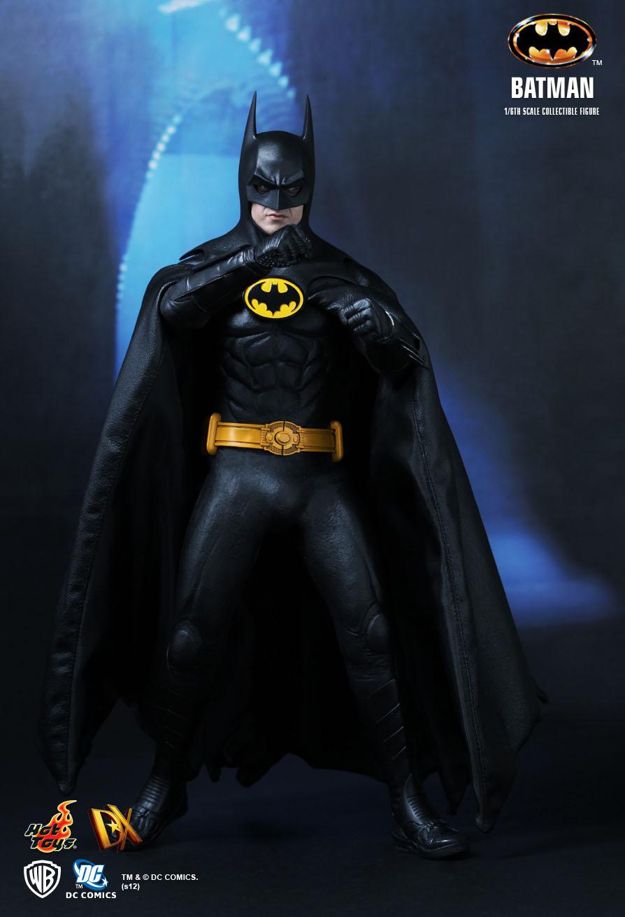 Hot Toys Batman Batman 1 6th Scale Collectible Figure