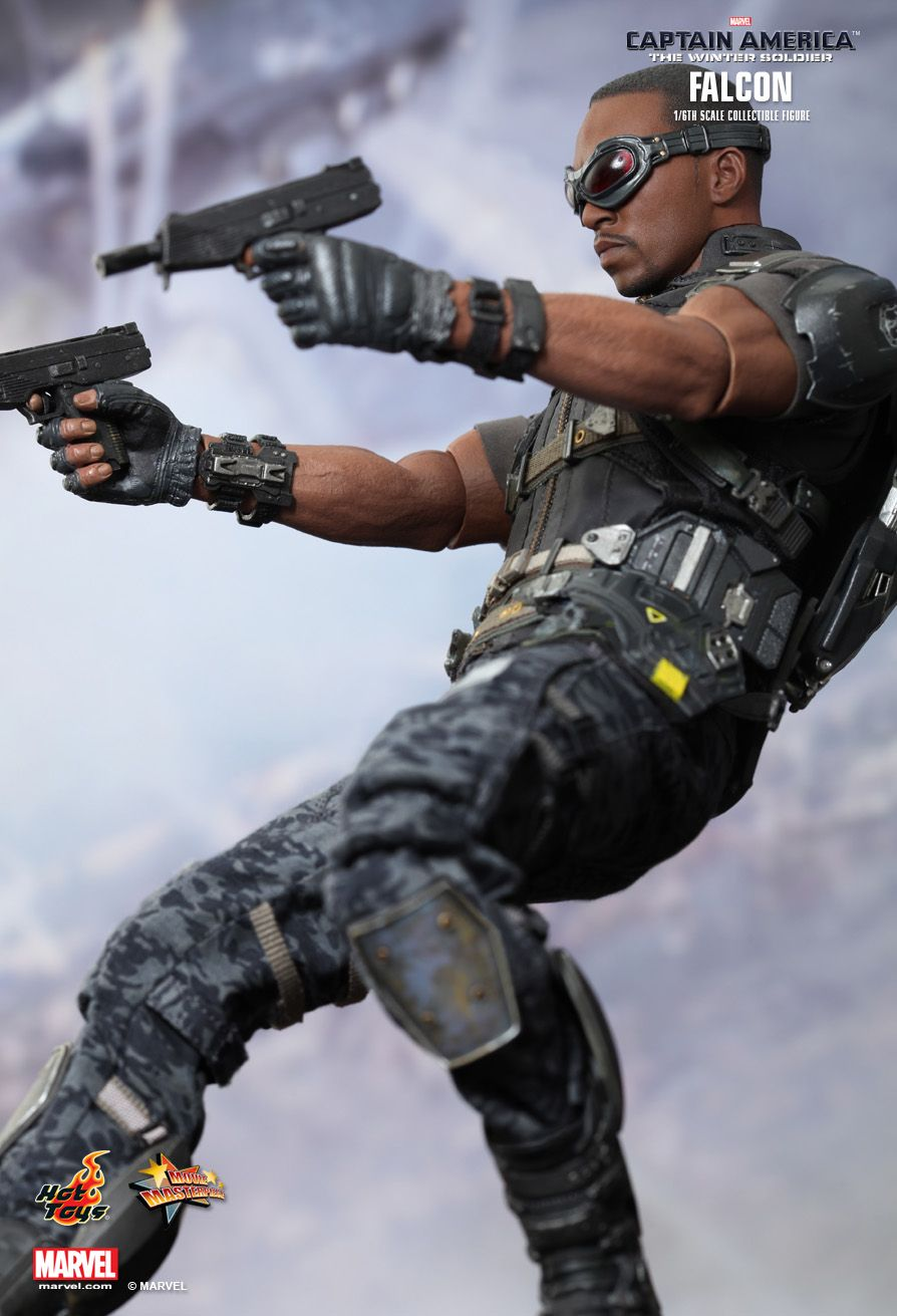 Hot Toys Captain America The Winter Soldier Falcon 1