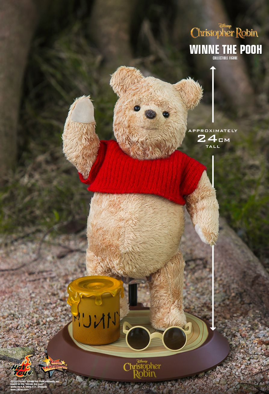 Hot Toys : Christopher Robin - Winnie the Pooh Collectible Figure