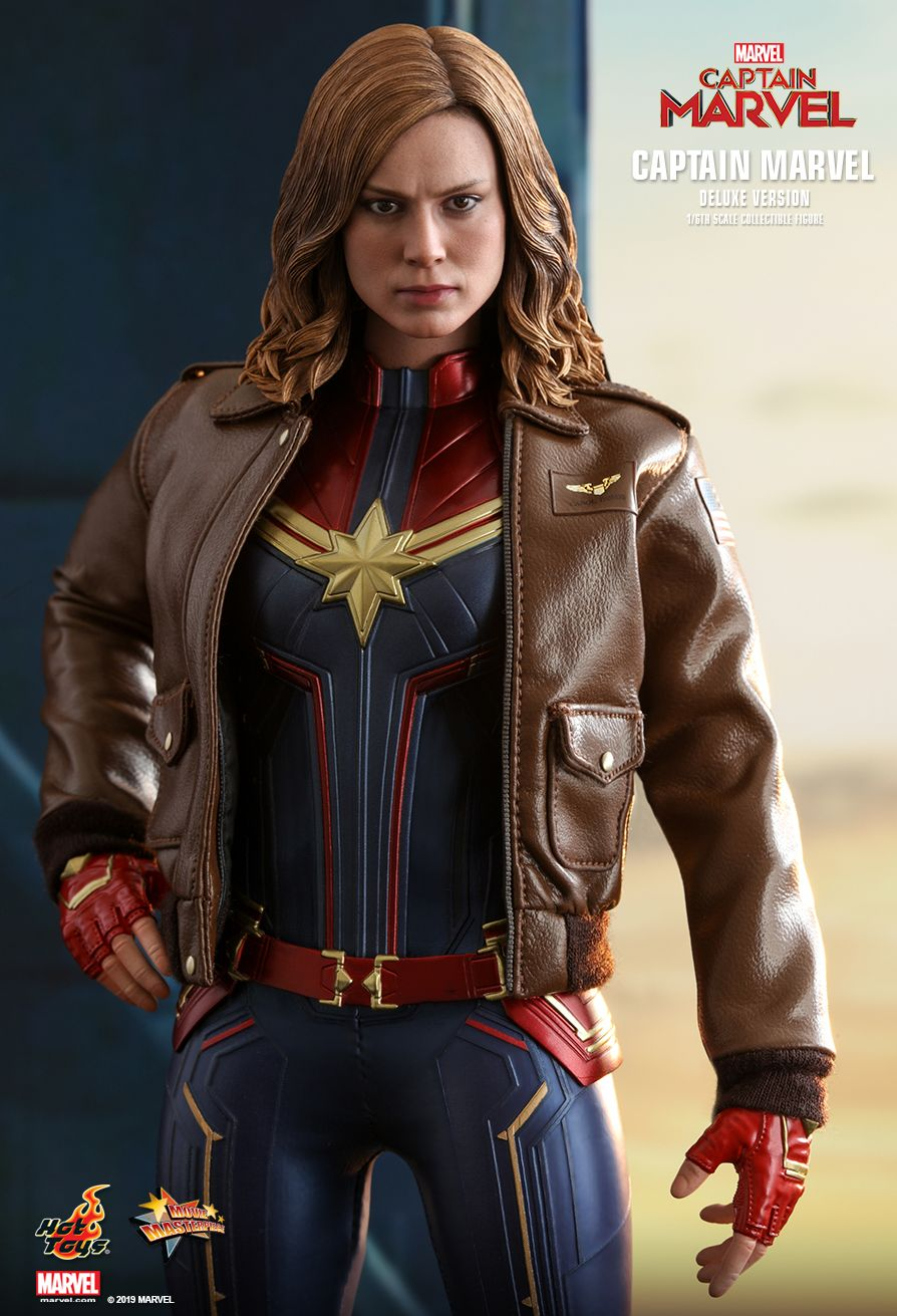 Hot Toys : Captain Marvel - Captain Marvel (Deluxe Version) 1/6th scale Collectible Figure