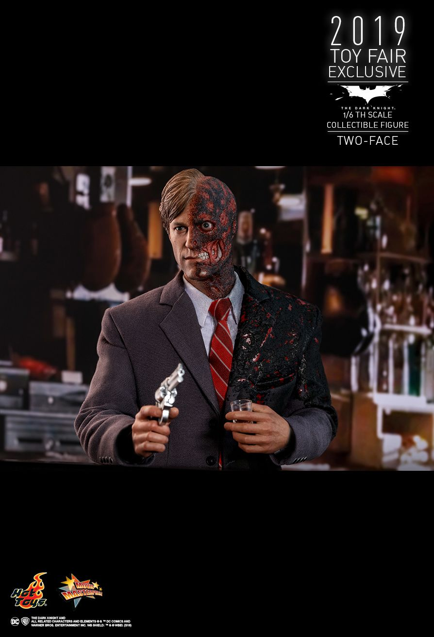 Hot Toys : The Dark Knight - Two Face 1/6th scale Collectible Figure